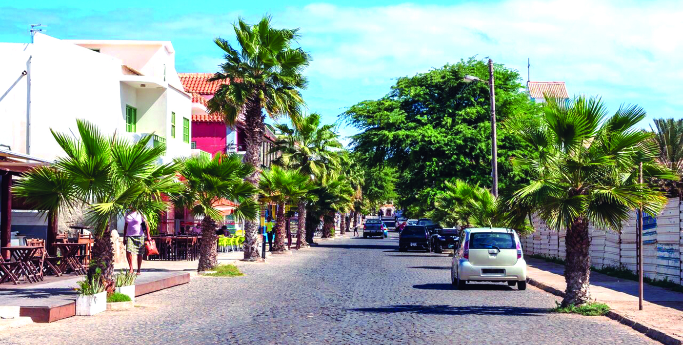 """Poilsis net ir vidutines pajamas gaunančiam keliautojui šiose salose yra """"įkandamas""""."""