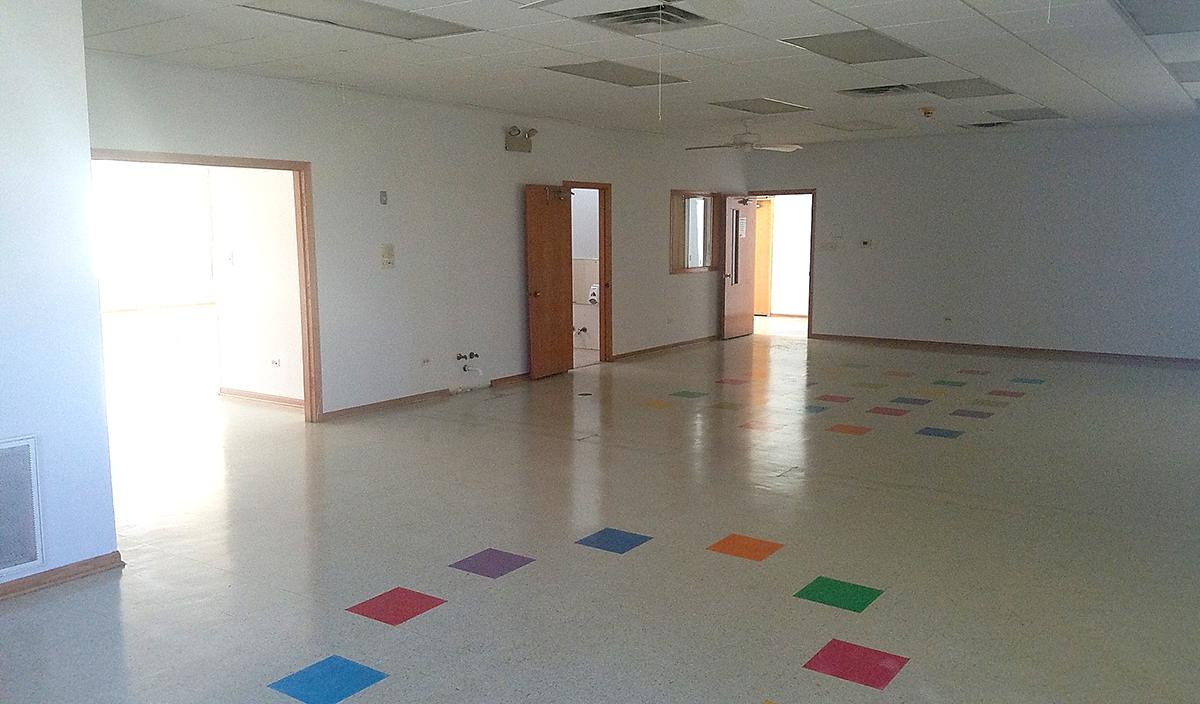 Prieš įsikuriant, žadama perdažyti vidaus patalpų sienas ir pakeisti kelių nedidelių kambarėlių paskirtį.