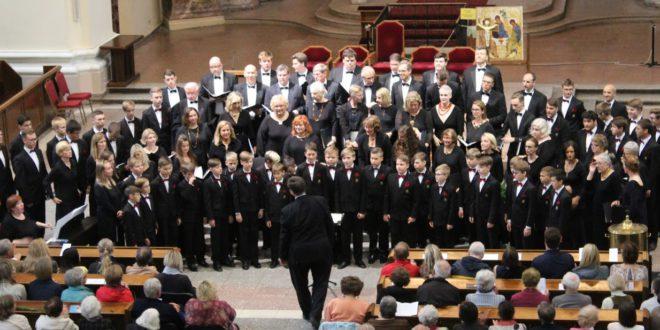 Prisiminimai apie praėjusios vasaros koncertus Lietuvoje ilgai lydės ir didelius, ir mažus ansamblio narius.