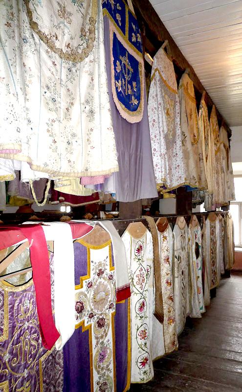 Liturginių rūbų kolekcija.