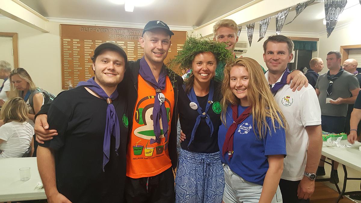 Monika (su vainiku ant galvos) su draugais X skautų tautinėje stovykloje Melbourne, Australija. Sausio 6 d., 2018 m.