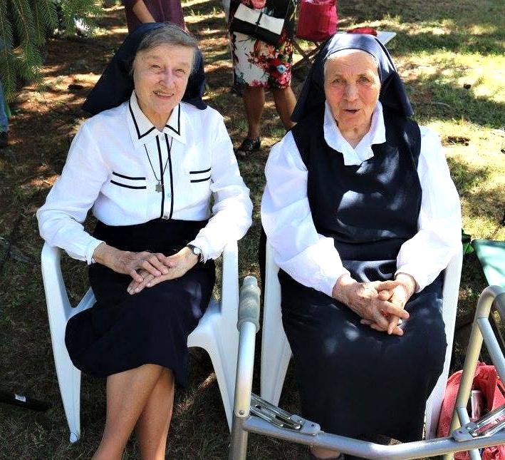 Seselę Margaritą ir seselę Paulę sieja ilga draugystė – abi įstojo į vienuoliją tuo pačiu metu, 1950 metais, tik atvykusios į JAV.