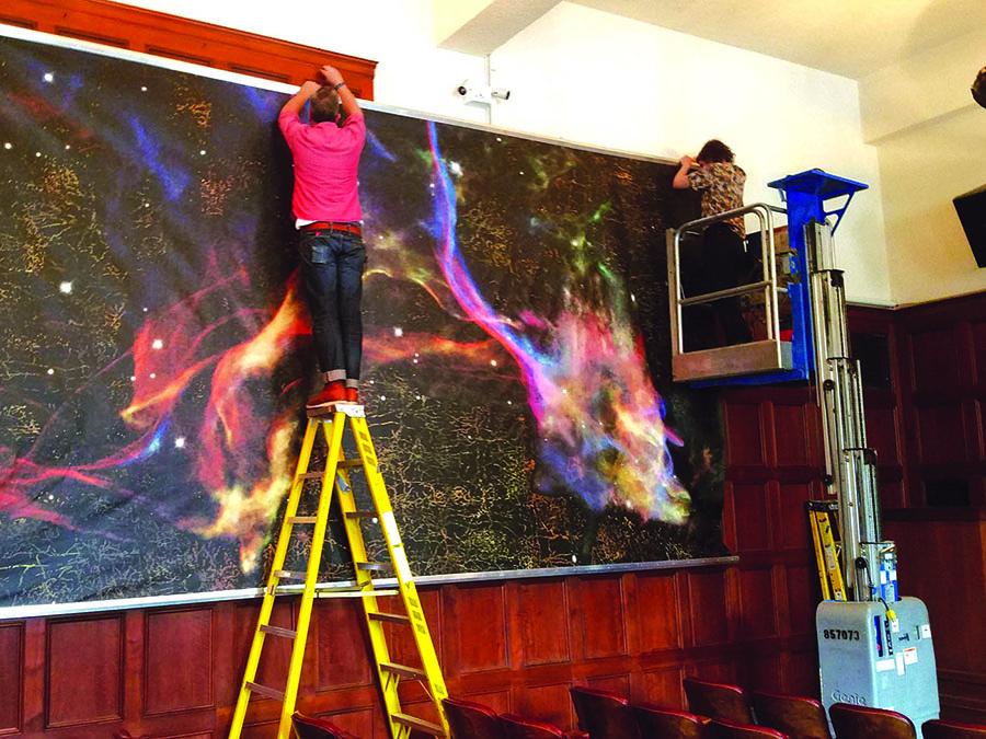 """""""Cosmic Consciousness"""" instaliacija Oriental Institute Čikagoje."""