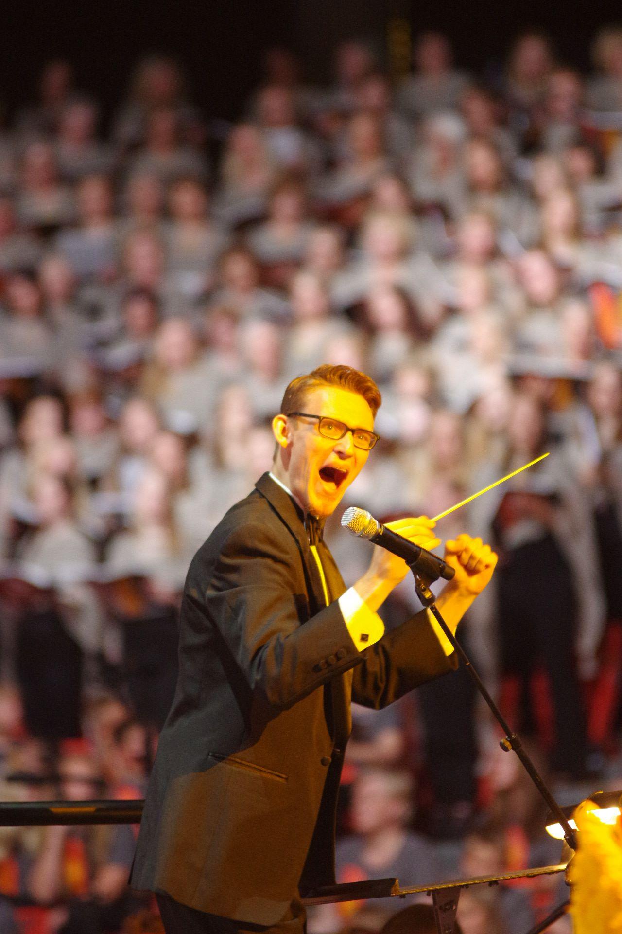Kaip smagu yra diriguoti, kai choras atlieka tavo paties sukurtą dainą.