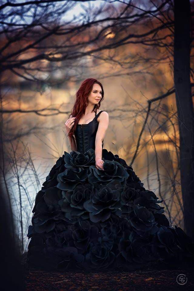 Mamos sukurtą suknelę demonstruoja Birutės dukra Julija.