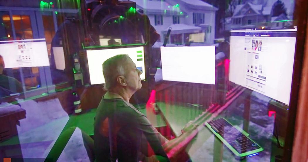 Tom Tryniski dirba savo namų kieme įrengtame kompiuterių centre.