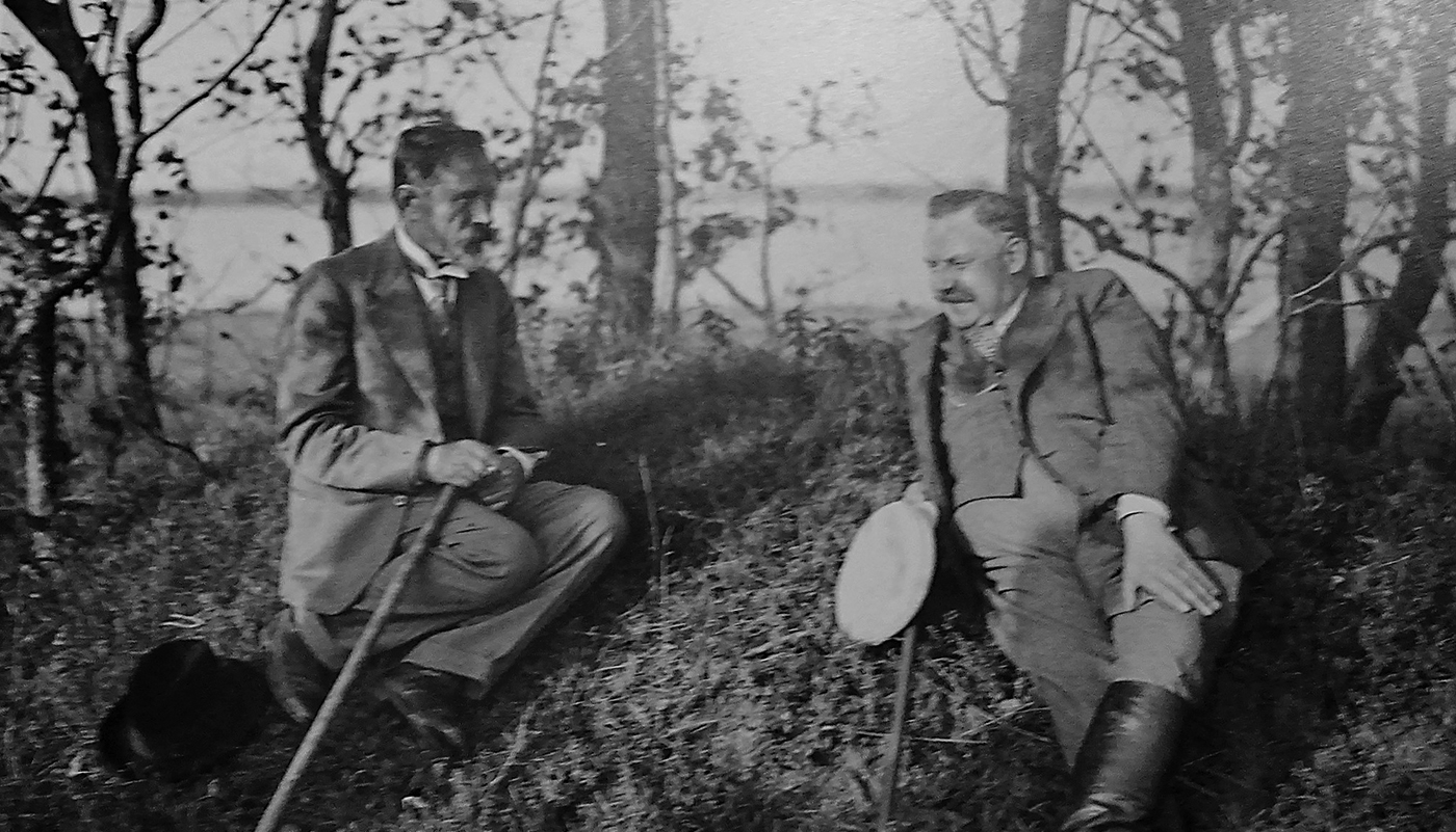 Fotografijoje – prezidentas A. Smetona (k.) ir architektas F. Vizbaras.