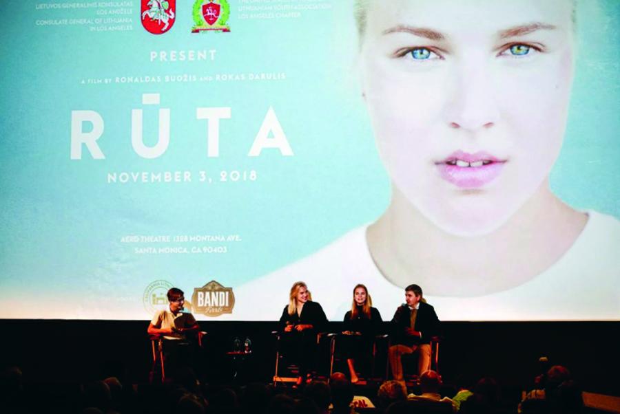 Pokalbį su Rūta po filmo peržiūros konsului Dariui Gaidžiui padėjo vesti jaunimas – Dominykas Gaidys ir Gabija Petrulytė.