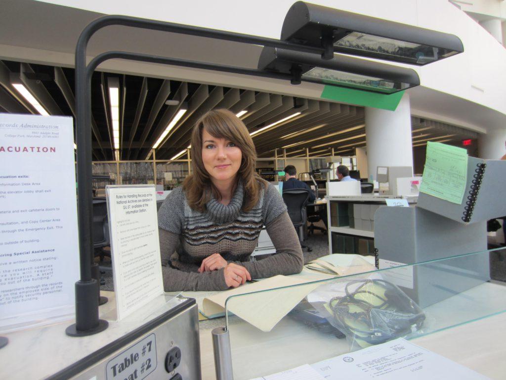 Gražina Sviderskytė JAV nacionaliniame archyve College Park, Maryland, 2013 m.