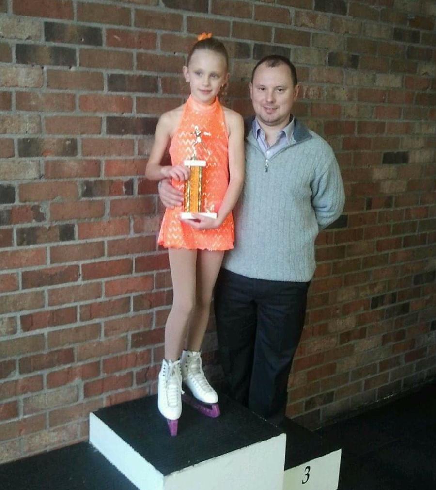 """Urtė su treneriu Yevgeny Martynov. """"Great Pumpkin Blast"""", 2013. Tai buvo pirmieji metai, kai Urtė pradėjo dalyvauti varžybose."""