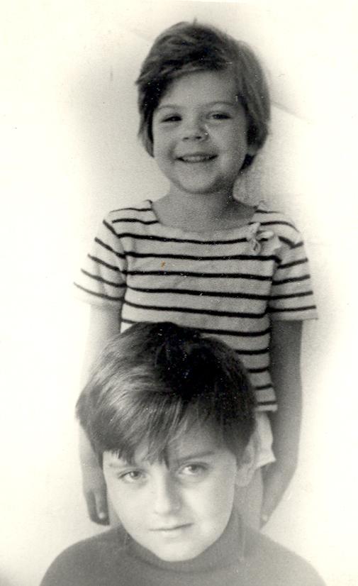Marijus su savo sese Beata Čiurlionis vaikystėje.