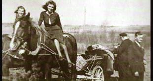 Partizanų ryšininkė Izabelė Vilimaitė-Stirna mėgaujasi laisve rudenėjančiuose kaimo laukuose.
