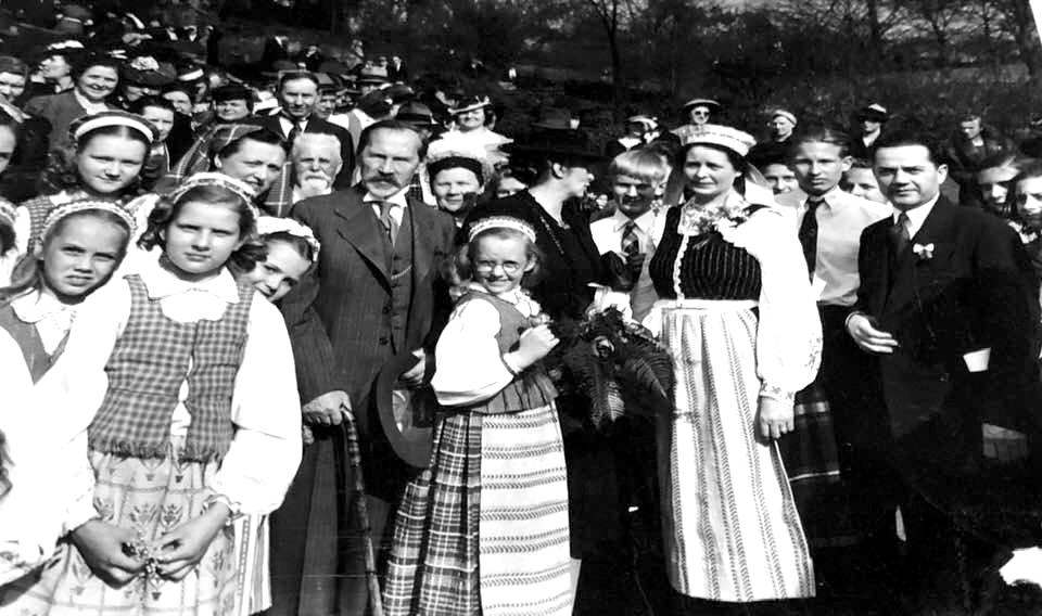 """Anksčiau nematytą Prezidento Antano Smetonos nuotrauką iš jo apsilankymo Clevelando """"Cultural Gardens"""" prieš kelias dienas paskelbė Clevelando Lietuvių klubas savo """"Facebook"""" paskyroje."""