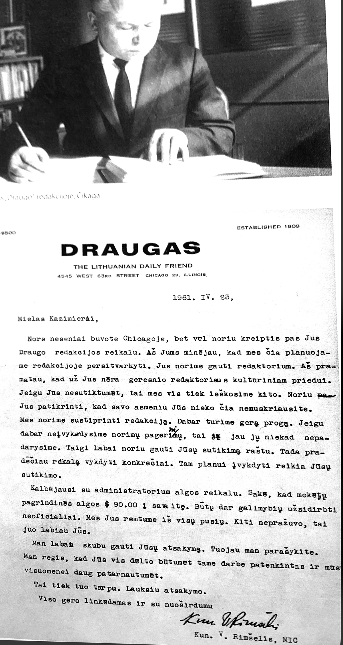 """Kazys Bradūnas – """"Draugo"""" kultūrinio priedo redaktorius. Apačioje – kun. V. Rimšelio laiškas poetui su kvietimu pradėti dirbti """"Drauge""""."""