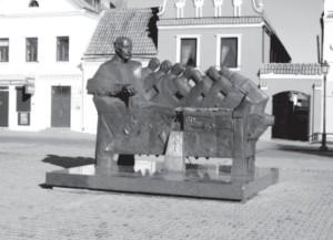 Monument to the Radvilas in the center of Kėdainiai.