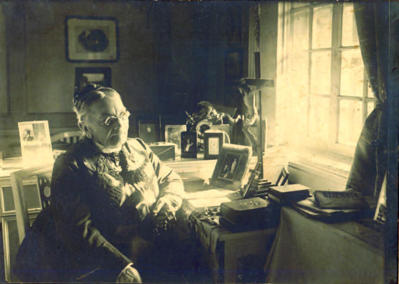 Countess Sofija Tiškevičienė in her room in the manor at Kretinga. (P. Mongirdaitė, Kretinga Museum)
