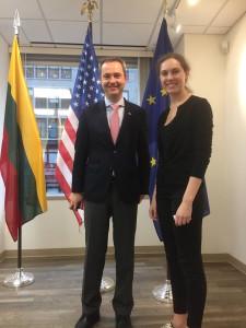 Lietuvos generalinis konsulas New Yorke Julius Pranevičius padėkojo Aistei Zalepuga už apsilankymą konsulate bei projektų pristatymą.