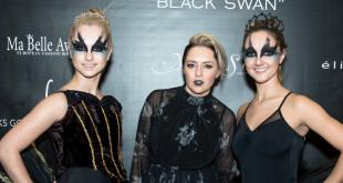 """Renginio organizatorė Monika Sinice (centre) su """"Juodosiomis gulbėmis""""."""
