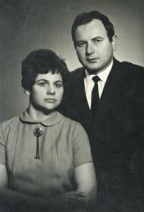 Elenos ir jos vyro Rimvydo Janušausko graži ir laiminga santuoka prasidėjo sovietiniame Kaune ir tęsėsi Clevelande.