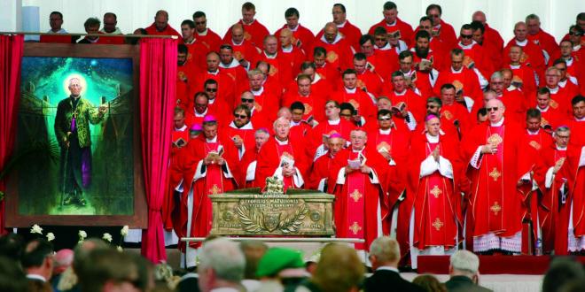 Birželio 25 d. 2 val. p. p. Lietuvos laiku iškilminga procesija į Katedros aikštę Vilniuje atlydėtas Teofiliaus Matulionio sarkofagas.