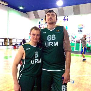 Krepšinio aikštelėje teko žaisti ir su ukrainiečiu Grigorijumi Chižniaku.