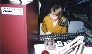 Pultas ir mikrofonas – įprastinė darbo aplinka, nors studijų per aštuoniolika metų būta daug.