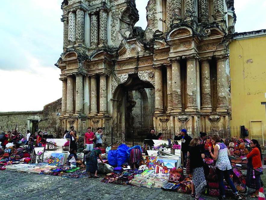 Antigua, kaip ir kituose Gvatemalos miestuose, prekiautojų netrūksta.