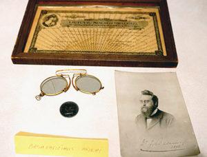 Jono Basanavičiaus akiniai, saugomi Baltimorės Lietuvių muziejuje.
