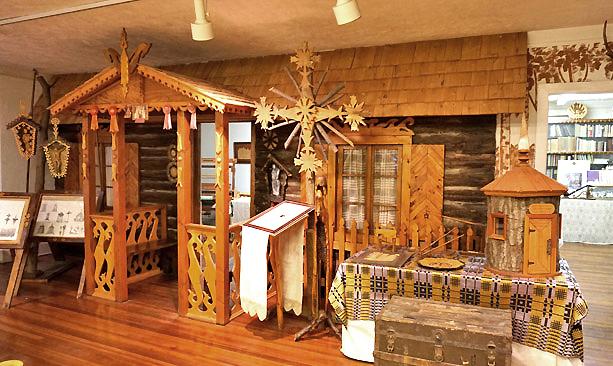 Lietuviška trobelė Baltimorės Lietuvių muziejuje. Anksčiau ji būdavo nešiojama į lauką, joje amerikiečiams pristatinėtos lietuvių tradicijos.