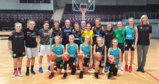 """""""Lituanicos"""" krepšininkės vasario mėnesį viešėjo Alytaus sporto ir rekreacijos centre, kur dalyvavo bendroje treniruotėje su bendraamžėmis."""