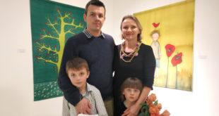 Meną mėgsta visa šeima: Viktorija Černičenko su vyru Andriumi, sūnumi Antoniu ir dukrele Anele.