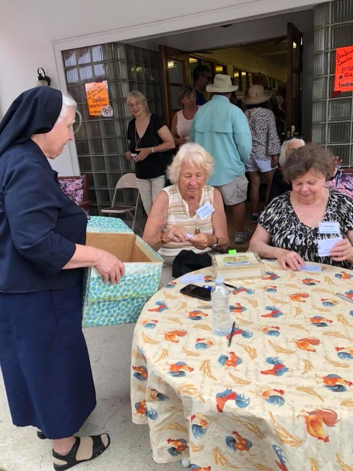Seselė Ignė (k.) tikisi, kad pikniko tradicija nenutrūks, kad atsiras naujos pajėgos.