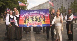 """Rolandas Dabrukas su LA šokių grupe """"Retro"""" Lietuvoje."""