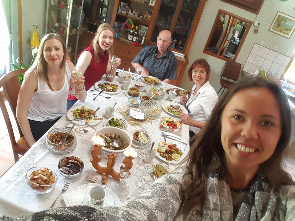 Kūčios su drauge Judrina Kymantas ir jos šeima Melbourne, Australija. Gruodžio 24 d., 2017 m.