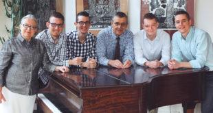 Daugirdų šeima 2016 metais švenčia savo fortepijono 100 metų gimtadienį: (iš k.) Ona, Kęstutis, Šarūnas, Jonas, Adomas ir Mykolas.