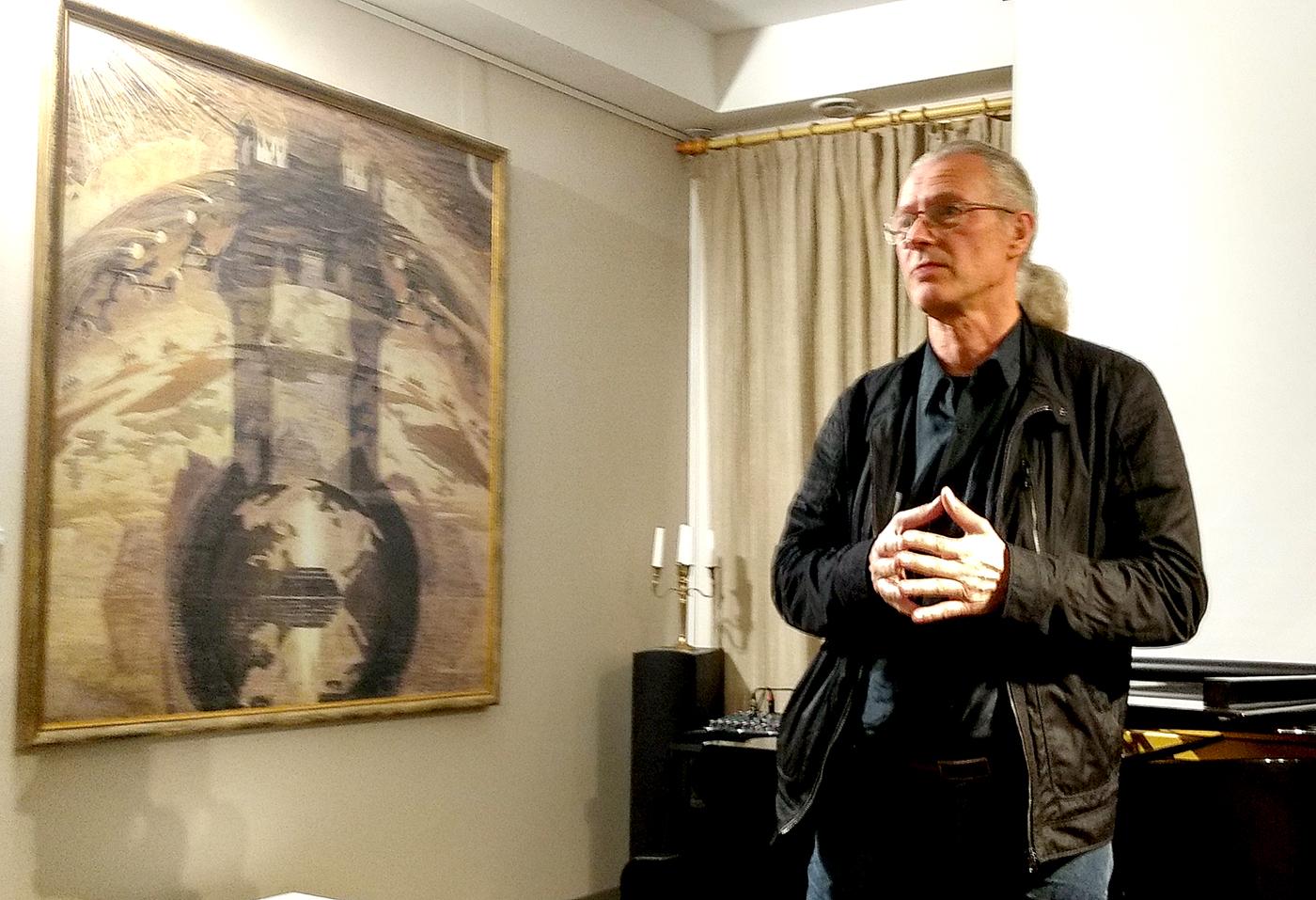 Parodoje darbų autoriui atstovavo sūnus, dailininkas Saulius Valius.
