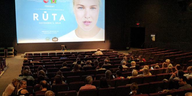 """Visi Californijos ir Nevados lietuviai labai džiaugėsi galėdami pamatyti filmo apie Rūtą Meilutytę peržiūrą """"Aero"""" kino teatre Santa Monicoje."""