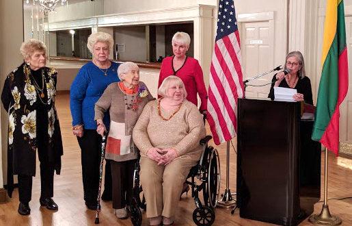 Čikagos lietuvių moterų klubo valdyba. Iš k.: klubo sekretorė Genevieve Maluska, iždininkė Cecilia Matul, 97 metų sukaktį šiemet mininti Irene Buchbinder, narystės sekretorė Aušra Padalino, sekretorė Kathleen Guzauskas (sėdi), klubo pirmininkė Erika Brooks.
