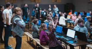 Į kūrybines dirbtuves Pasaulio lietuvių centre susirinko visas šimtas smalsių ir kūrybingų Čikagos lietuviukų.