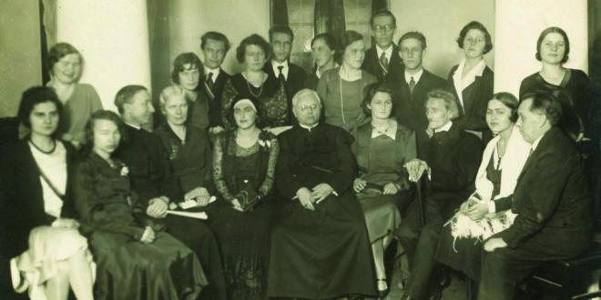 Pirmasis moterų vakaras 1930 m. gruodžio 7 d. Renginį pagerbė rašytojai V.Krėvė – Mickevičius, A. J. Herbačiauskas, J.Tumas-Vaižgantas, M. Vaitkus, J. Keliuotis, B. Babrauskas ir kt.