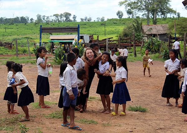 Su Kambodžos vaikais.