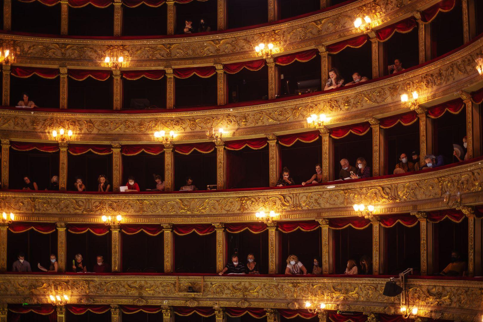 """Rugilės Barzdžiukaitės, Vaivos Grainytės, Linos Lapelytės opera-performansas """"Saulė ir jūra"""", """"Teatro Argentina"""", Roma, 2021."""